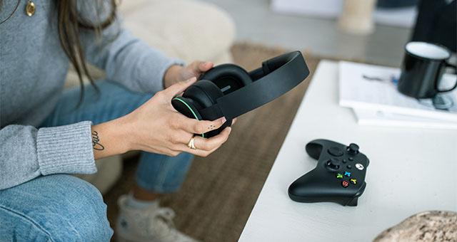 XboxHeadsetLaunch 2.21hands